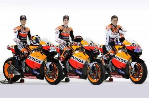2011_Repsol_Honda_Team_line_up_01-500x330